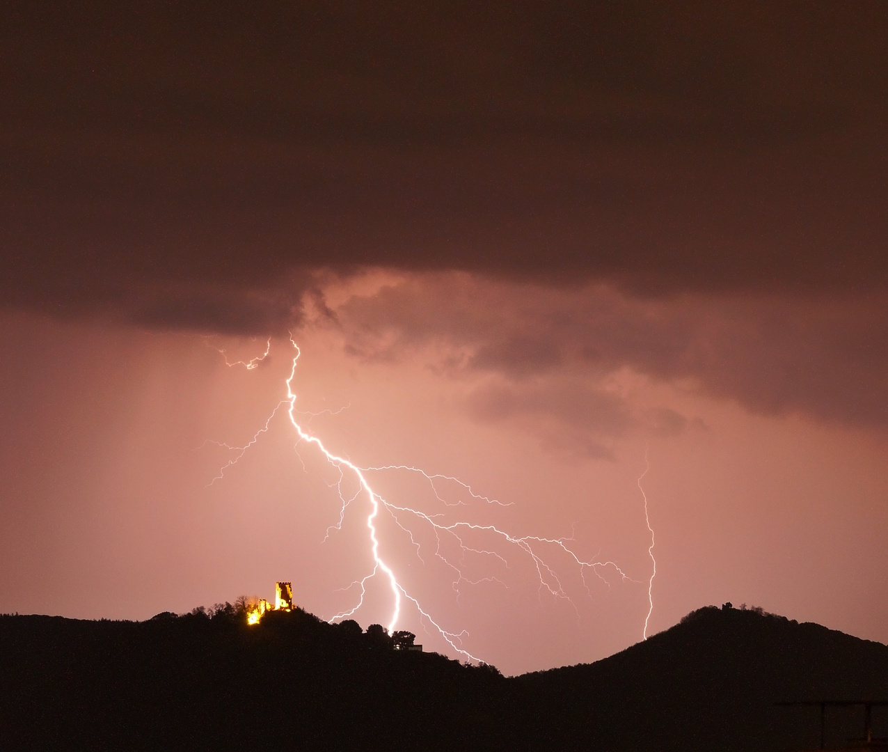 When lightning strikes near Drachenfels