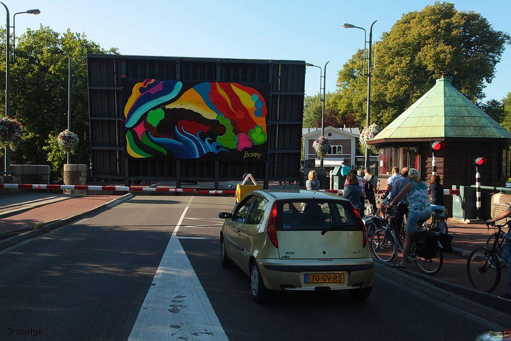 Wie, die Straße gesperrt, um ein buntes Bild zu zeigen?