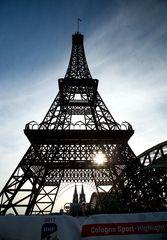 Wie kommt der Eiffelturm nach Köln??