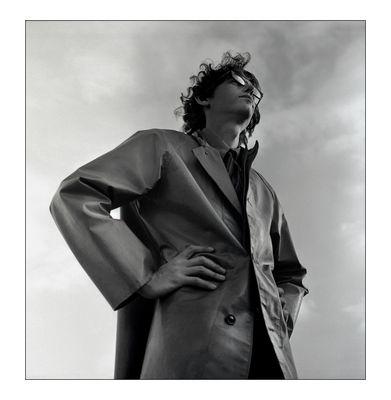 Wie Leni Riefenstahl Christo auf der documenta IV 1968 fotografiert hätte.