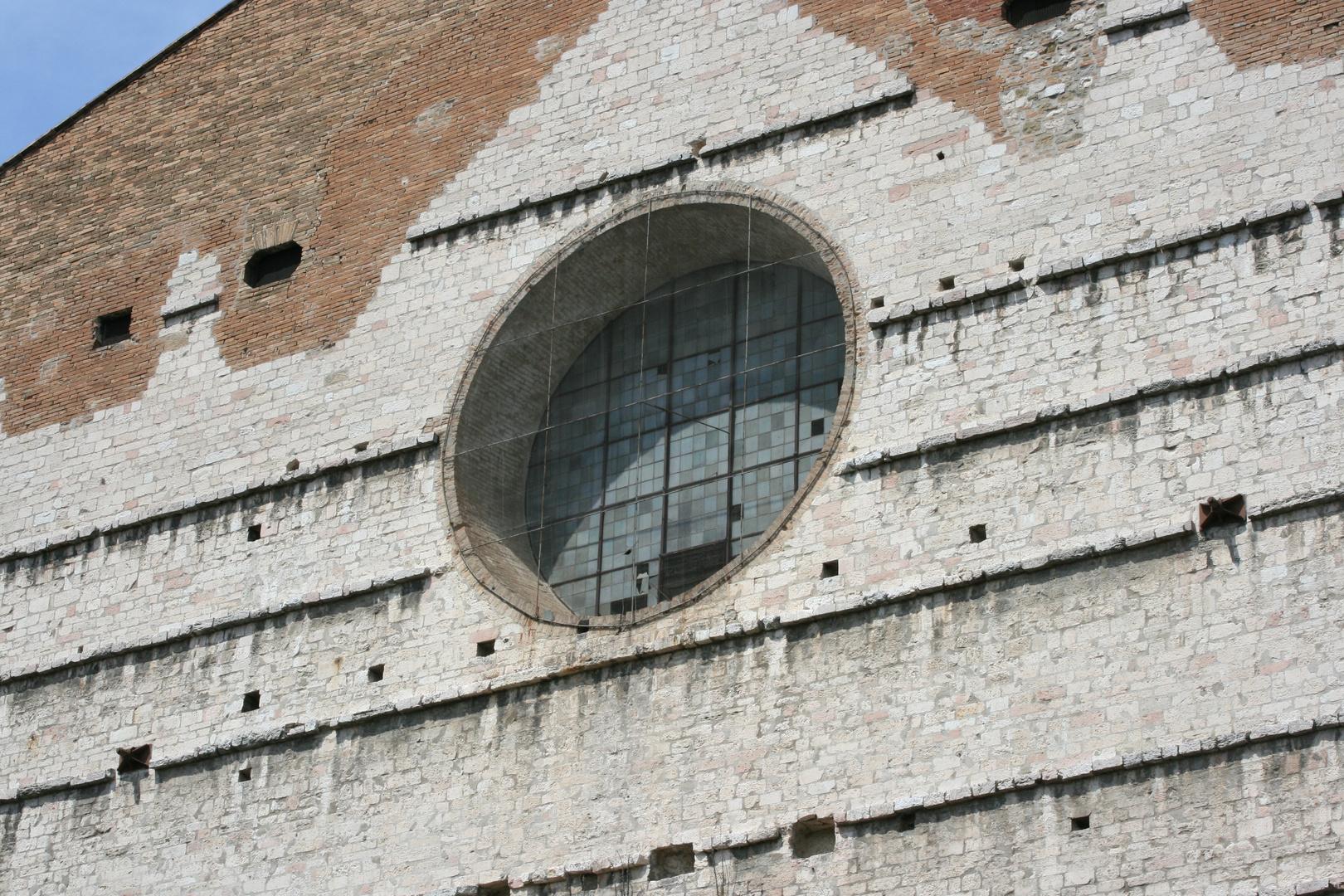 Wie sieht dieses Fenster wohl von innen aus?
