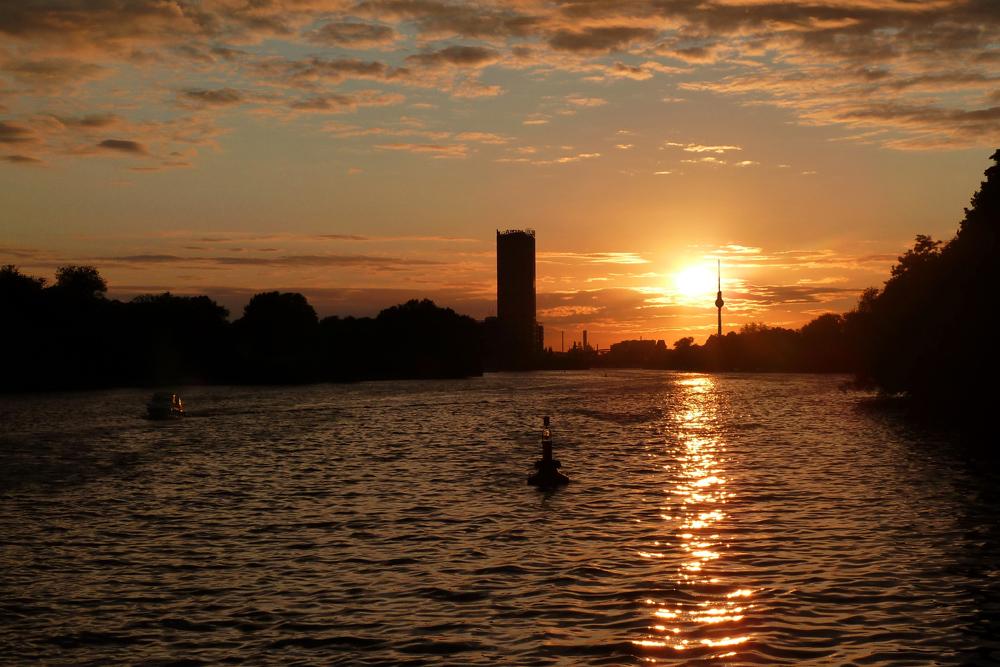 Wieder mal in Berlin: Spreefahrt im Sonnenuntergang bei den Treptowers