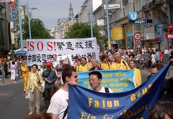 Wien am 19.6.2004: Demo gegen Folter in China