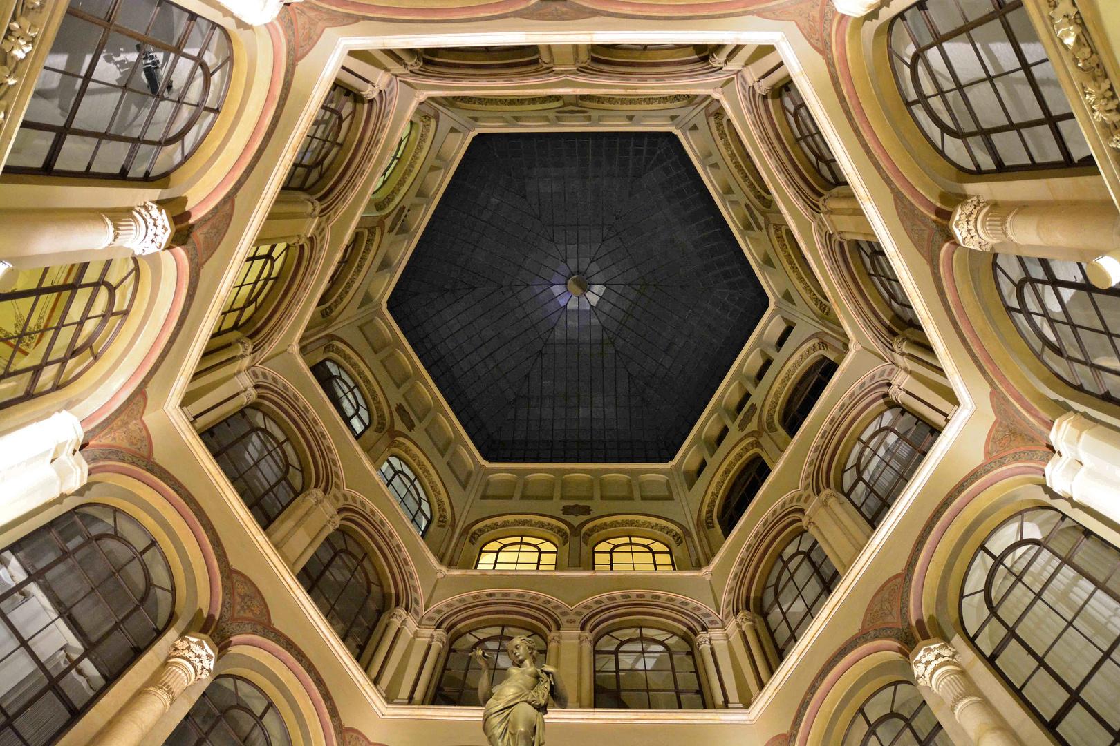Wien bei Nacht - überdachter Innenhof im Palais Ferstel