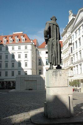 Wien Judenplatz: Lessing und Holocaust-Denkmal von Rachel Whiteread (Detail 1)