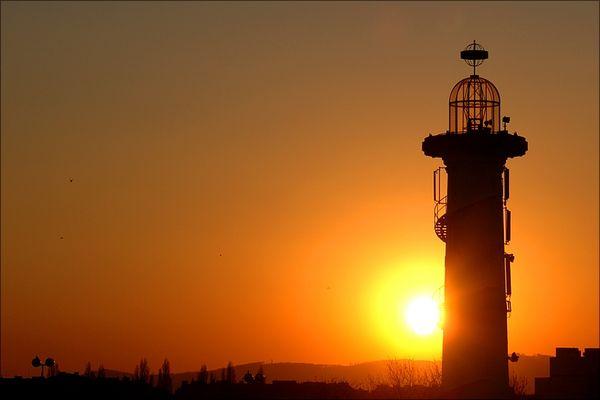Wien: Leuchtturm bei Sonnenuntergang