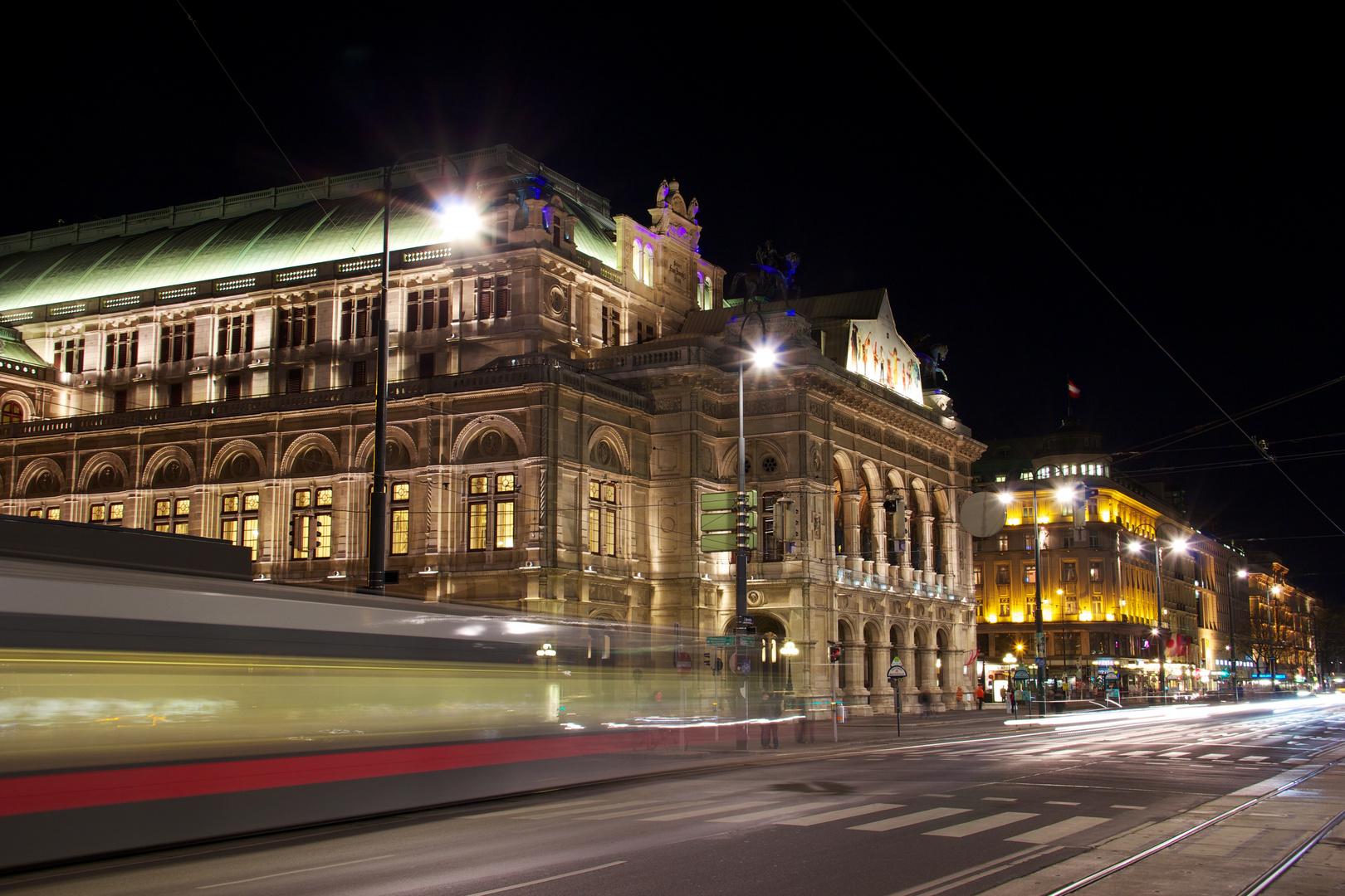 Wiener Staatsoper mit Tramway