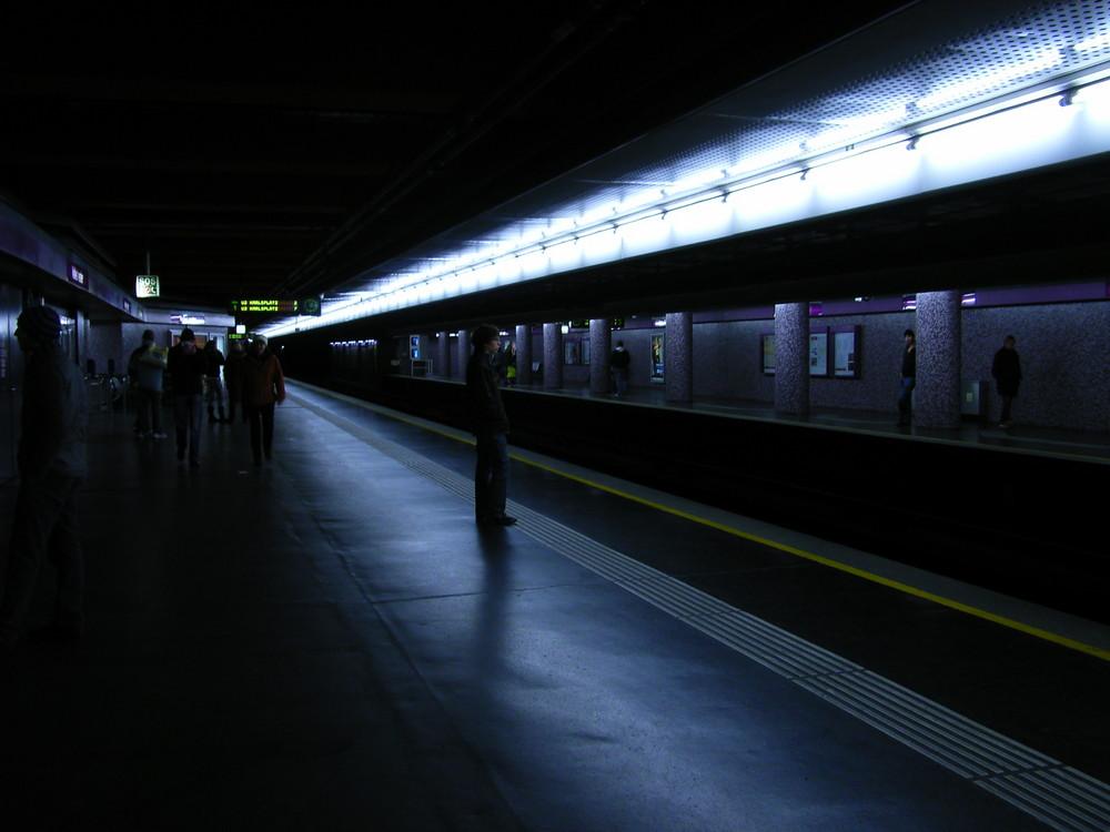 Wiener U-Bahnhaltestelle U2 Karlsplatz