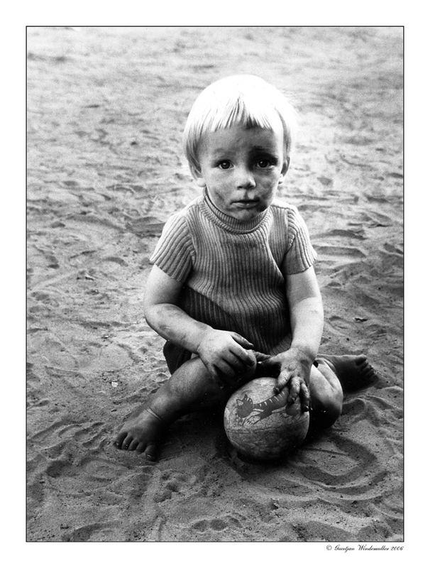 ..... wieso bin ich schmutzig, ich spiele nur mit den Ball .....