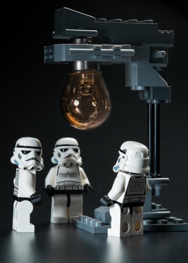 wieviele stormtrooper benötigt man um eine glühbirne zu wechseln?