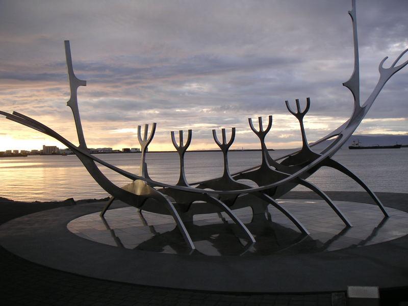 Wikingerschiff in der Hauptstadt