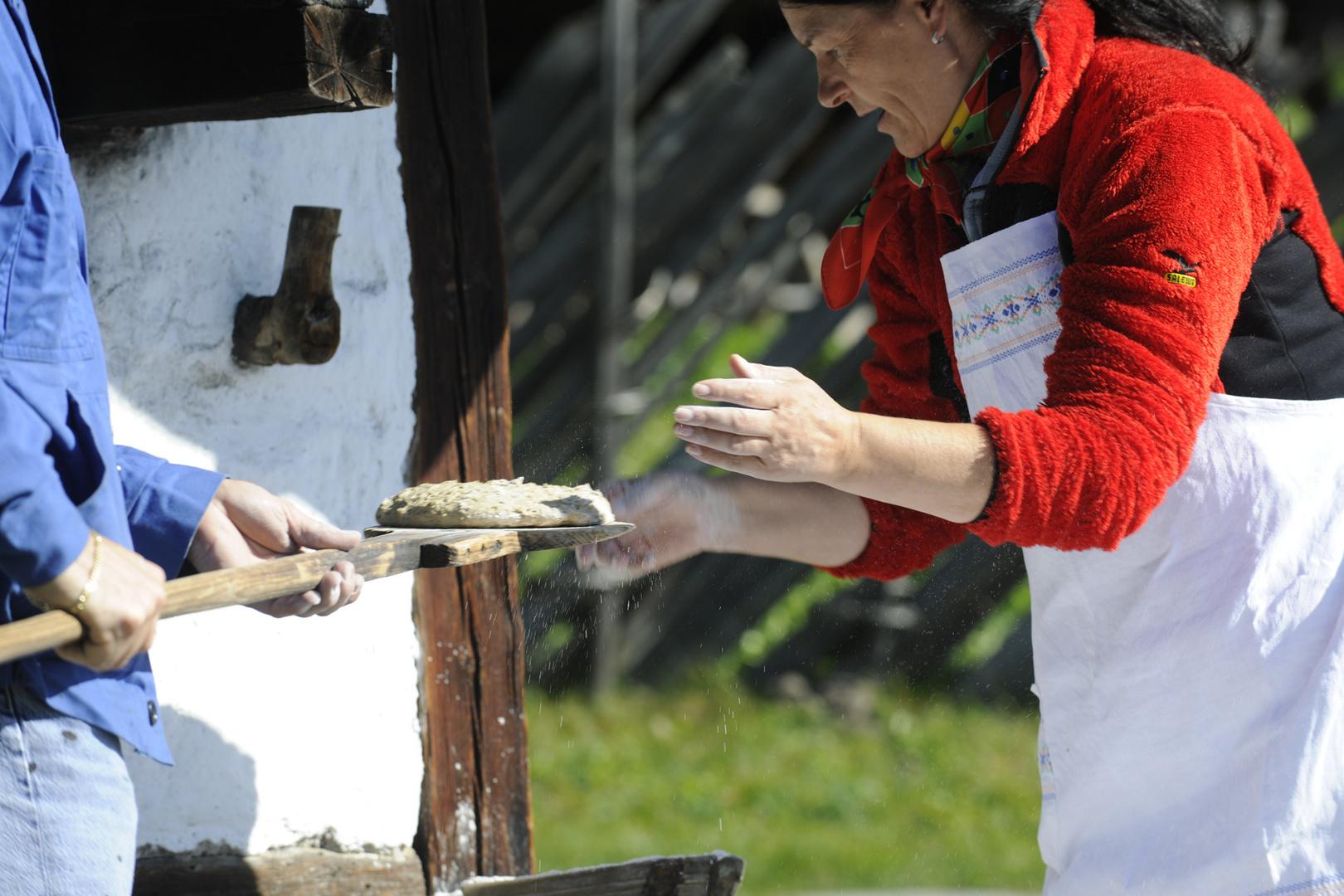 Wildes Südtirol 10 - Brotbacken auf dem Hof