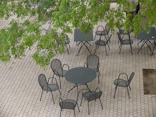"""""""will keiner sich setzen?"""""""