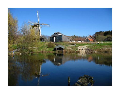 Windmühle am See