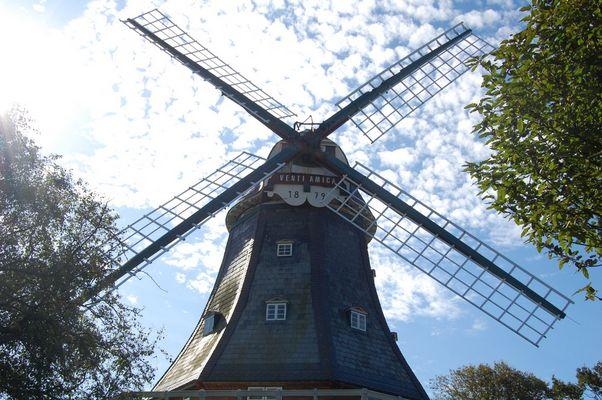 Windmühlenräder zerschneiden die Wolken.............