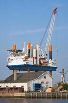 Windpark Errichterschiff Thor in Bremerhaven