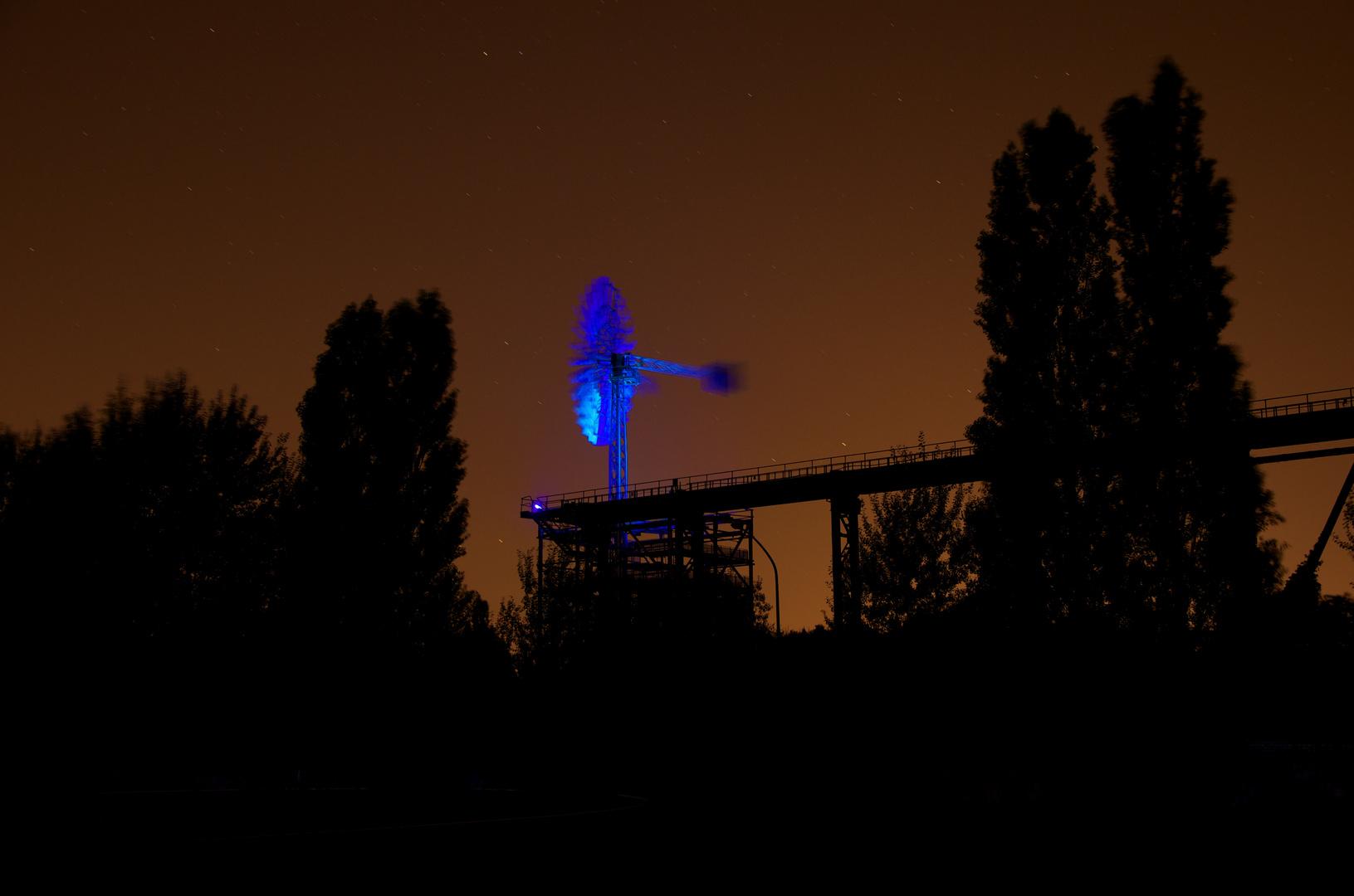 Windrad bei Nacht