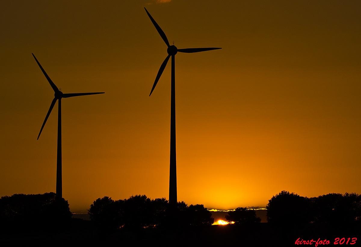 Windräder am Abend