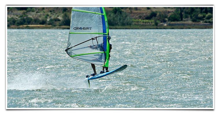 Windsurfer bei genialen 8 Bft. im Süden Frankreichs