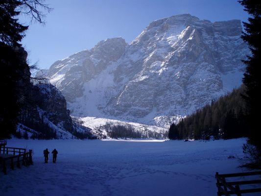 Winter am Pragser Wildsee