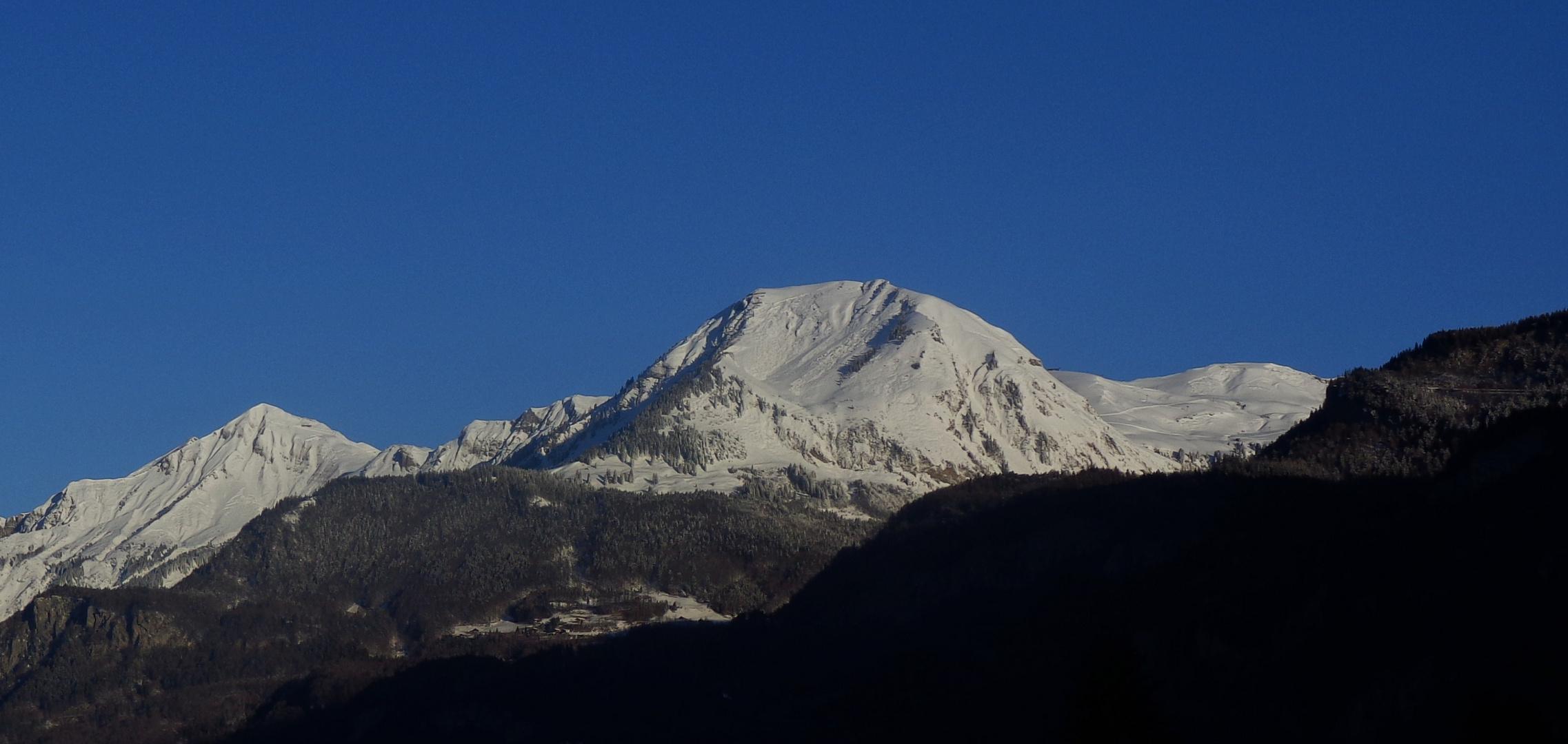 Winter Morgenstimmung Bilck zum Brienzerrothorn und Wilerhorn