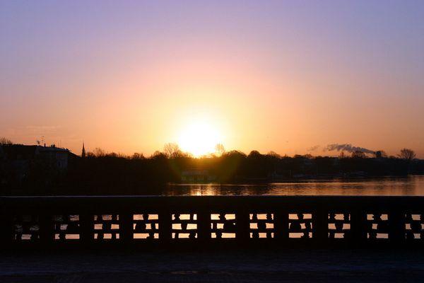 Winter-Sonnenaufgang an der Alster