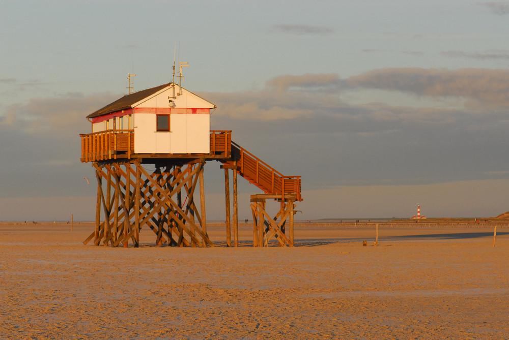 Winter-Strandaufsicht bis zum Westerhever Leuchtturm