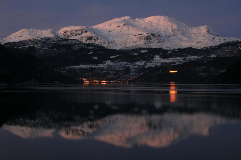 Winterabend am Fjord