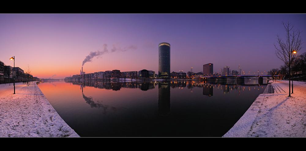 .... Winterabend am Westhafen ....