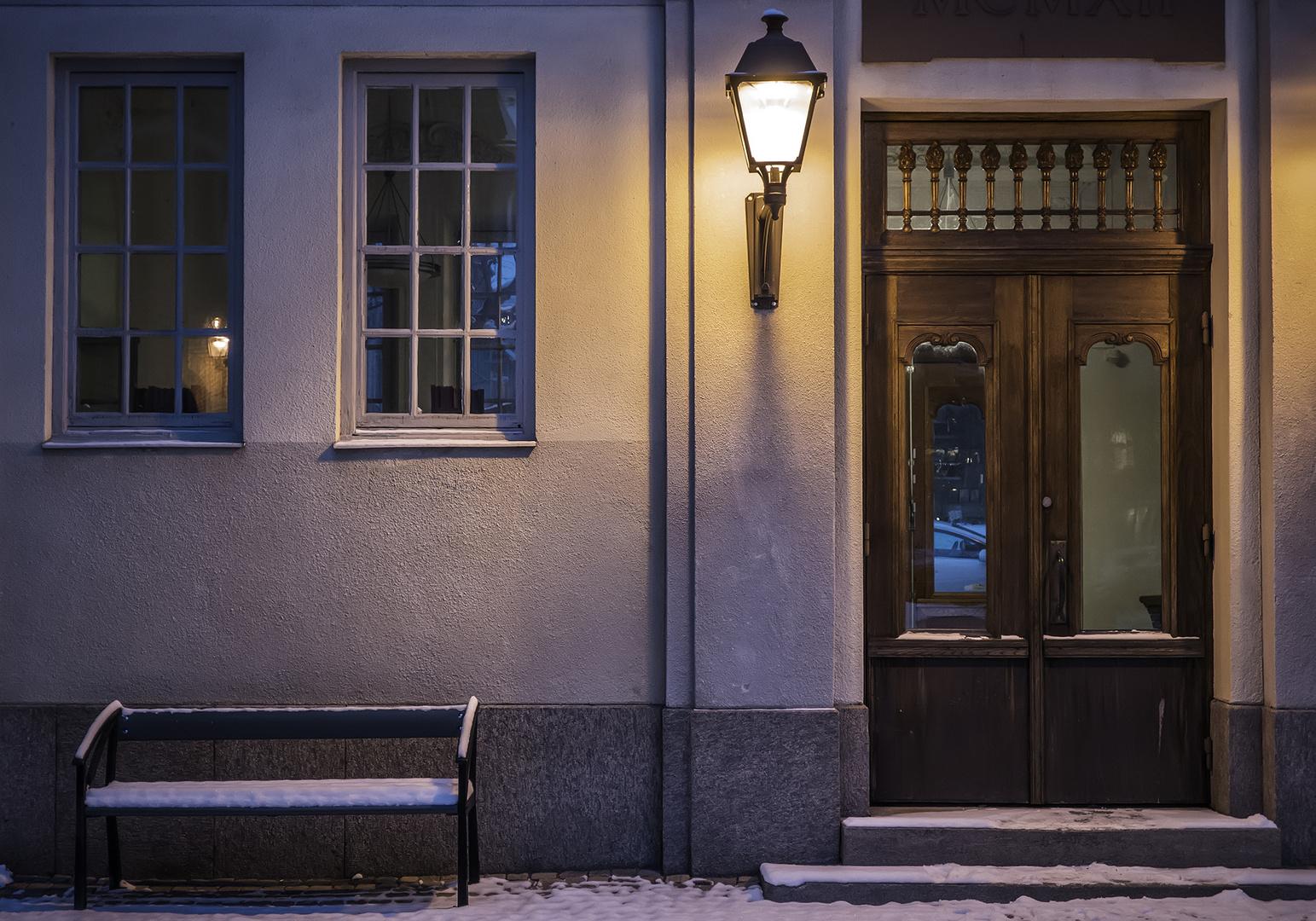 Winterabend an der alten Schule