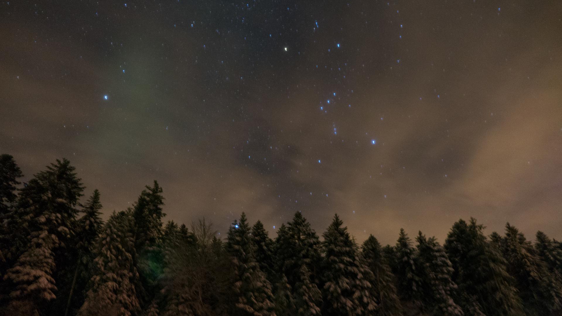 Winterabendhimmel mit Sternenklarenhimmel