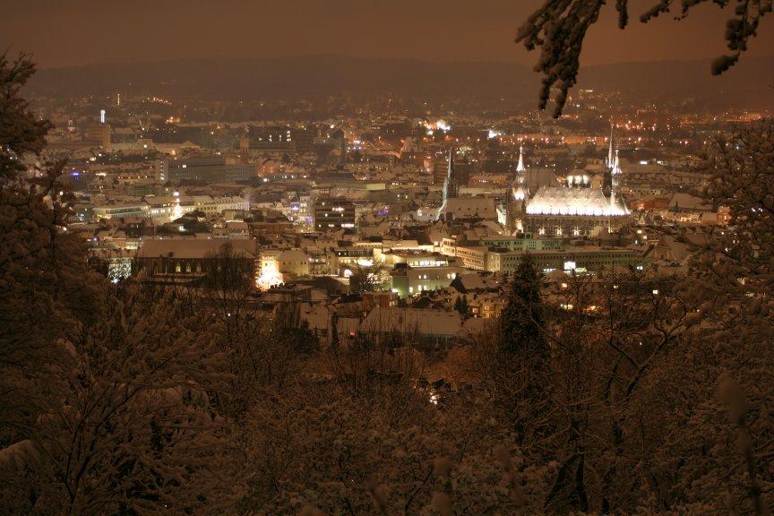 Winterblick über Aachen bei Nacht