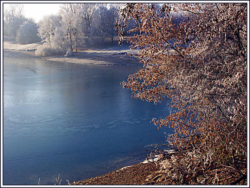 Winterlandschaft im frühen Morgenlicht