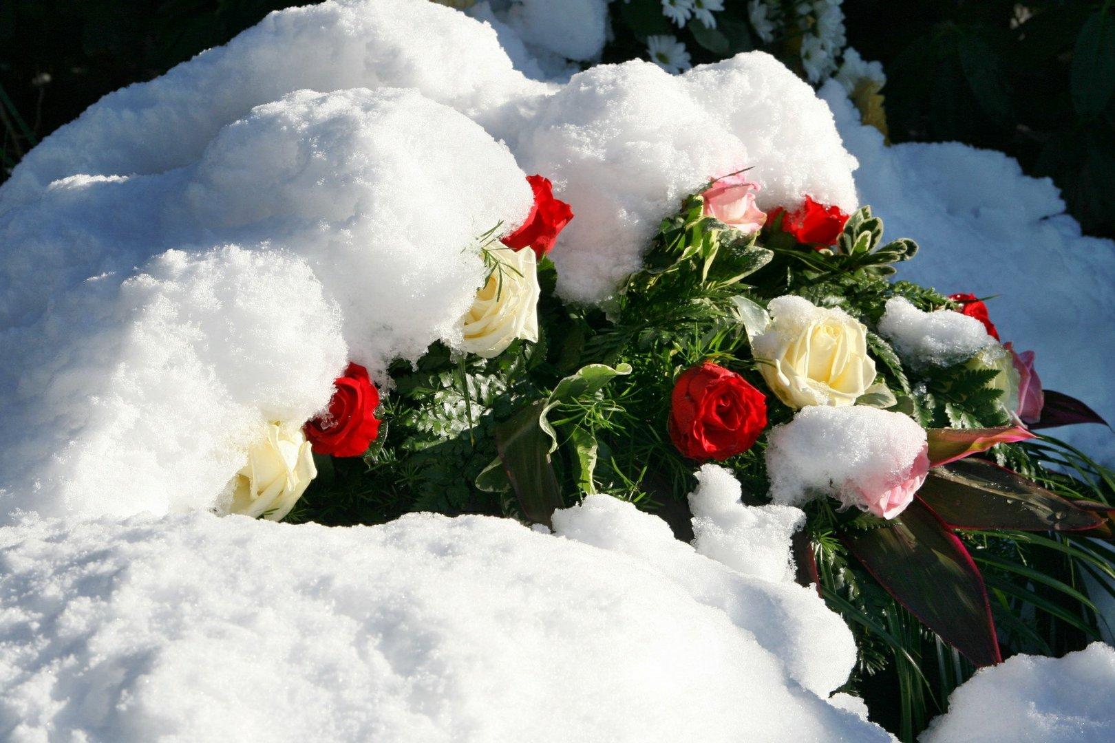Winterliche Friedhofsgestecke