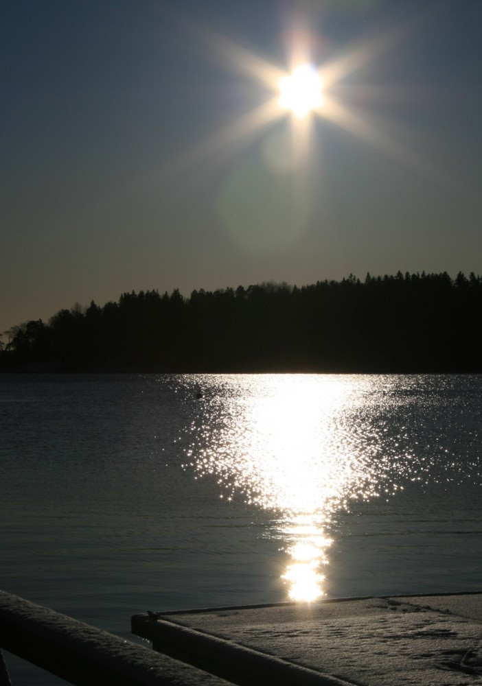 Winterliche Mittagssonne in Schweden