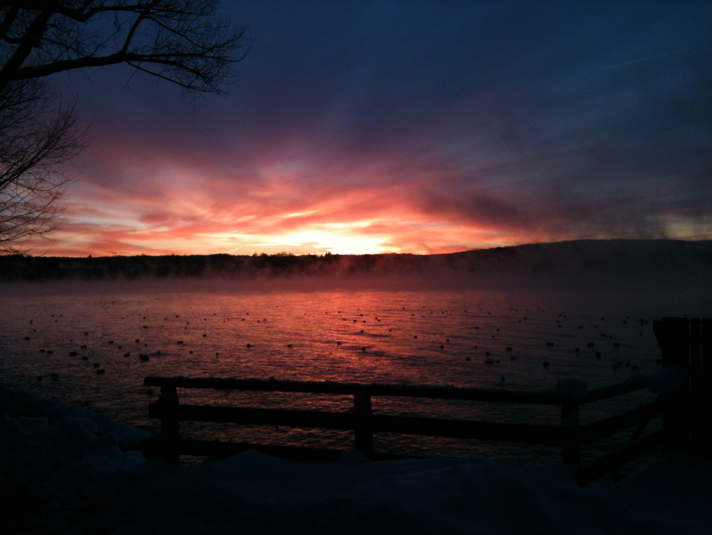 Winterlicher Sonnenaufgang am Starnberger See