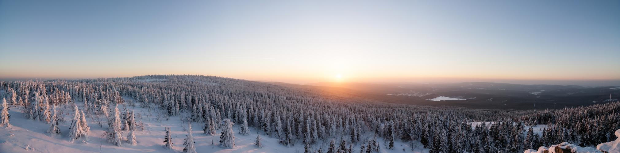 Winterliches Sonnenuntergangspanorama II