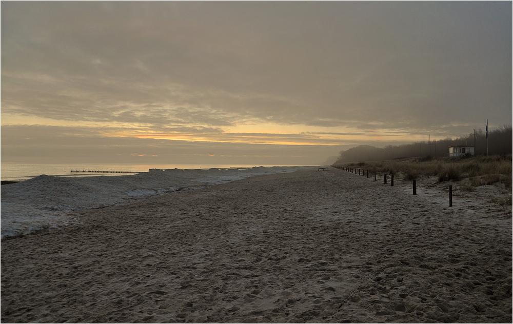 Wintermorgen am Ostseestrand