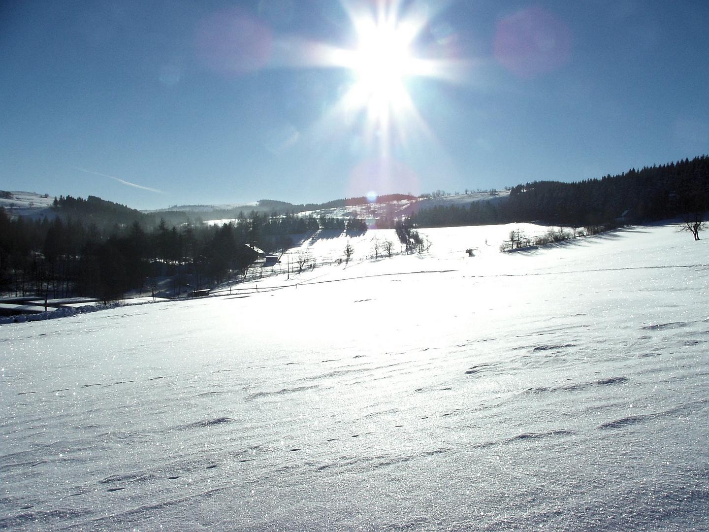Wintersonne über dem Erzgebirgskamm bei Geising