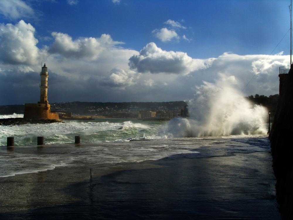 Wintersturm im alten Hafen von Chania