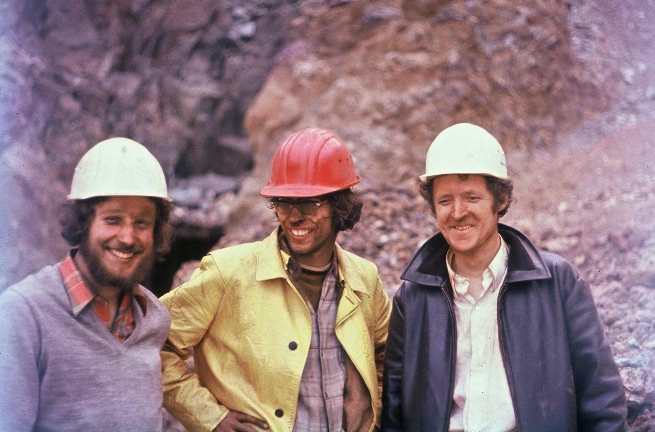 wir drei sind tief in den berg gekrochen