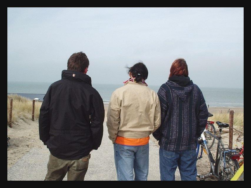 Wir hatten uns noch Bier gekauft und gingen hinab zum Strand...