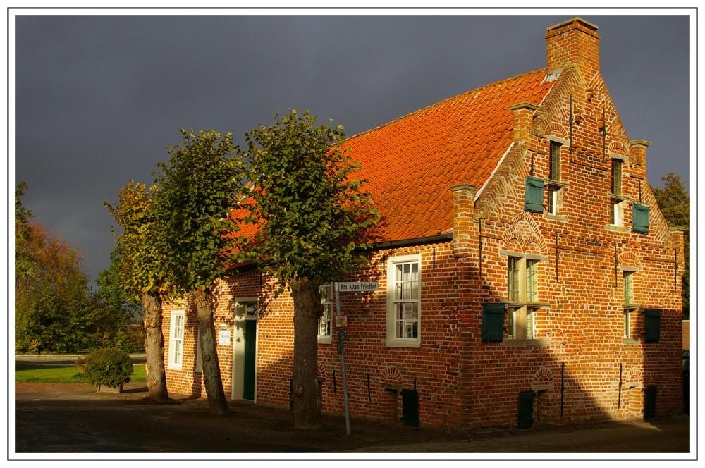 """Wirdum- """" Das alte Steinhaus """" aus dem 14. Jahrhundert...."""