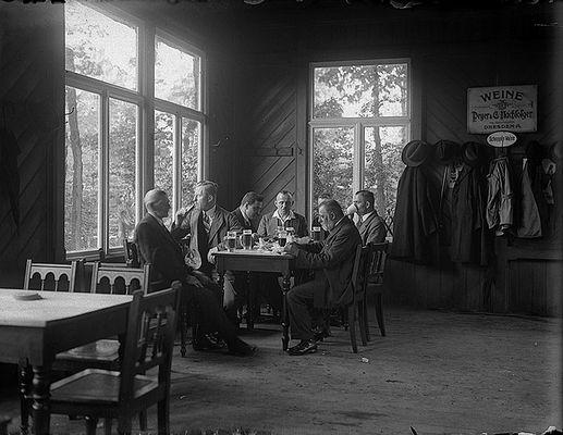 Wirtshaus um 1930