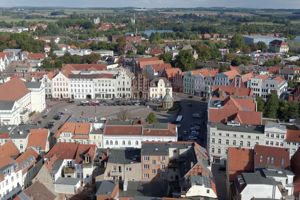 Wismar - Blick vom Turm der Marienkirche in Richtung Markt