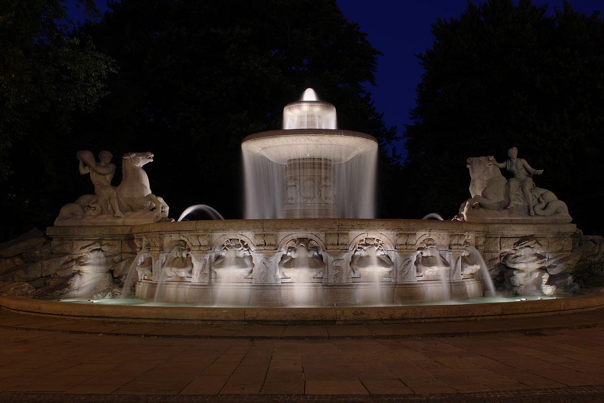 Wittelsbacherbrunnen am Lenbachplatz