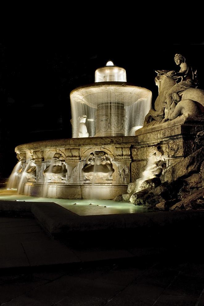 Wittelsbacherbrunnen bei Nacht_2