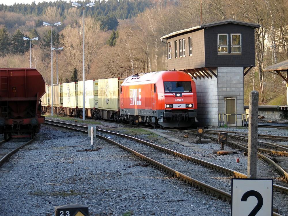 WLE 22 erreicht mit Bierzug Warstein