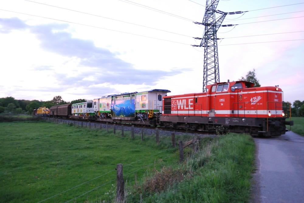 "WLE 36 mit ""Messezug"" aus..."
