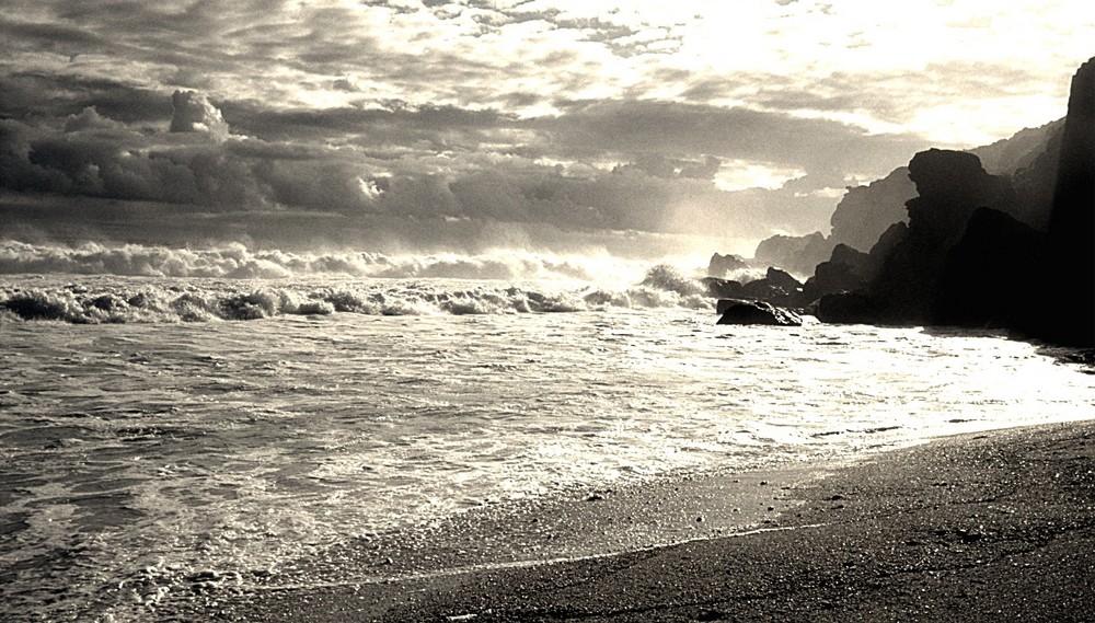 Wo der Himmel das Meer berührt und das Licht die Dunkelheit durchbricht ...